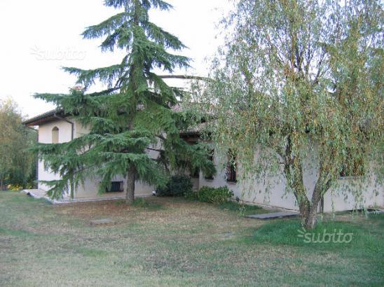 CASA SINGOLA in zona Salvarano a Quattro Castella