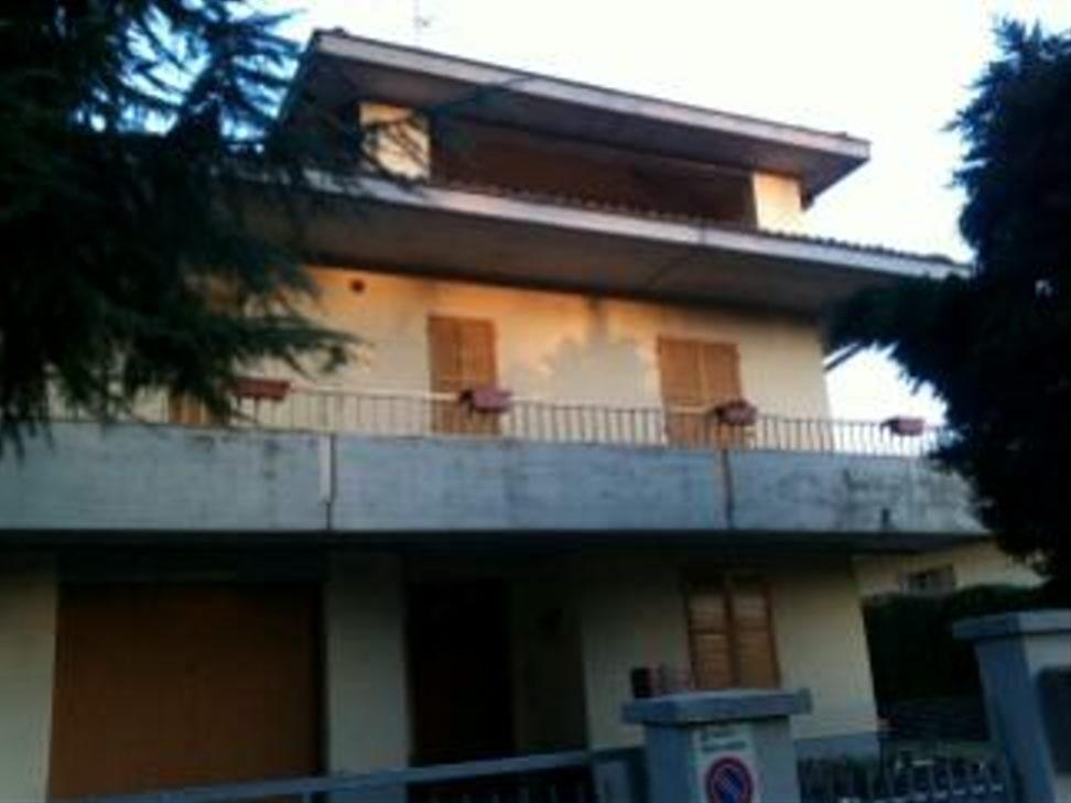 CASA SINGOLA in zona Casale di Rivalta a Reggio Emilia