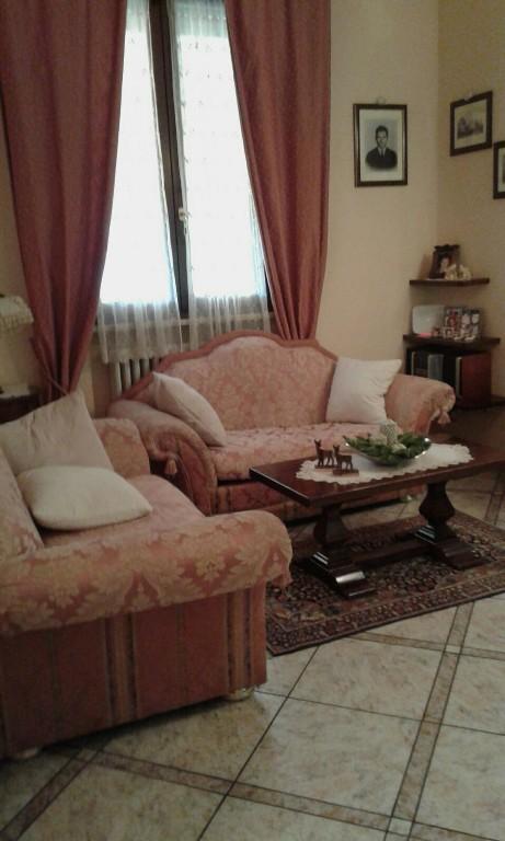 CASA SINGOLA in zona Papa Giovanni  a Reggio Emilia