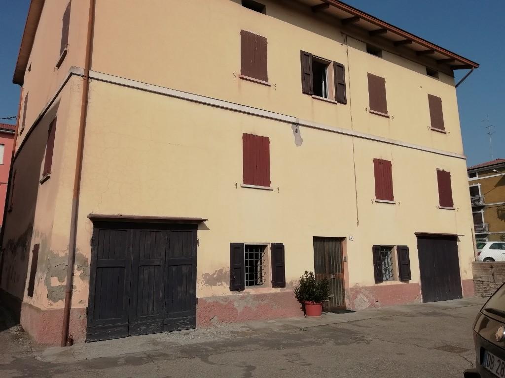 CASA SINGOLA in zona Puianello a Quattro Castella
