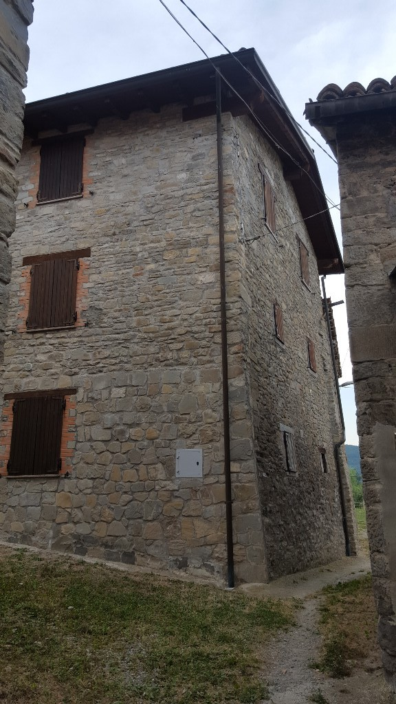 CASA SINGOLA in zona Vetto a Vetto