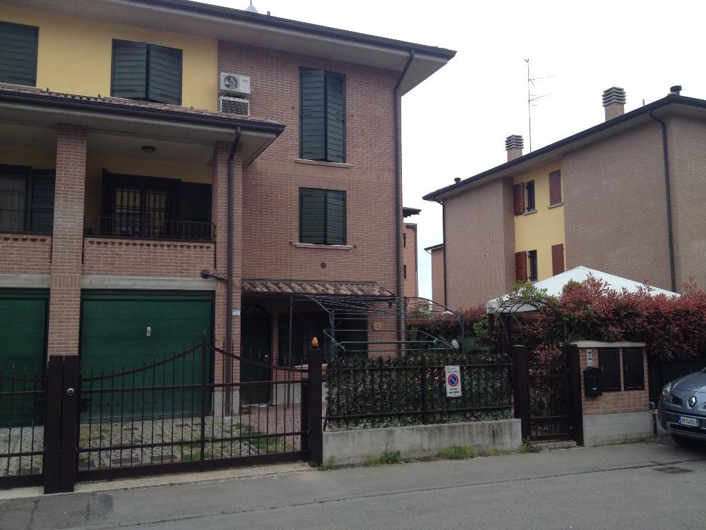 VILLA SCHIERA in zona Pieve Modolena a Reggio Emilia