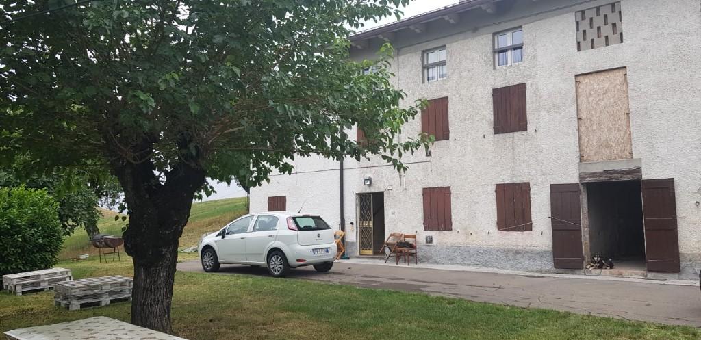 CASA SINGOLA in zona Casola di Querciola a Viano