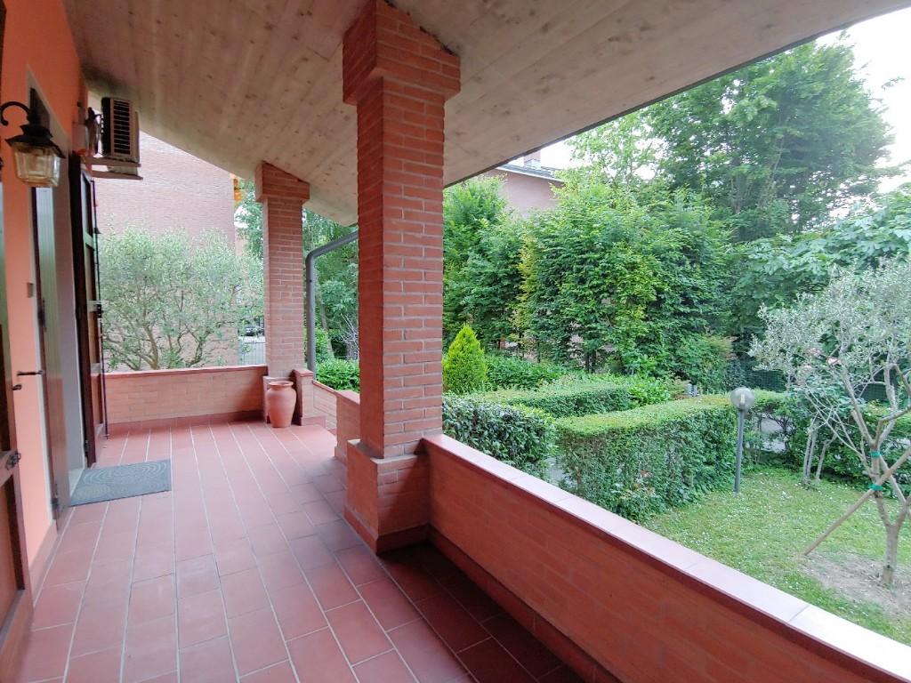 SCHIERA D'ANGOLO in zona Buco del Signore a Reggio Emilia