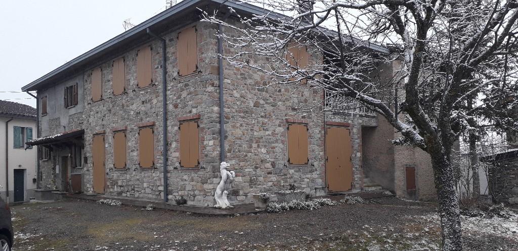 PORZIONE DI CASA in zona Villa Minozzo a Villa Minozzo