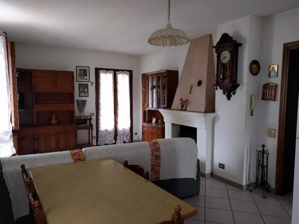 CASA SINGOLA in zona Ciano d'Enza a Canossa