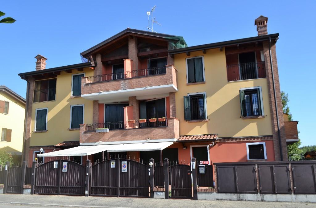 SCHIERA D'ANGOLO in zona San Bartolomeo a Reggio Emilia