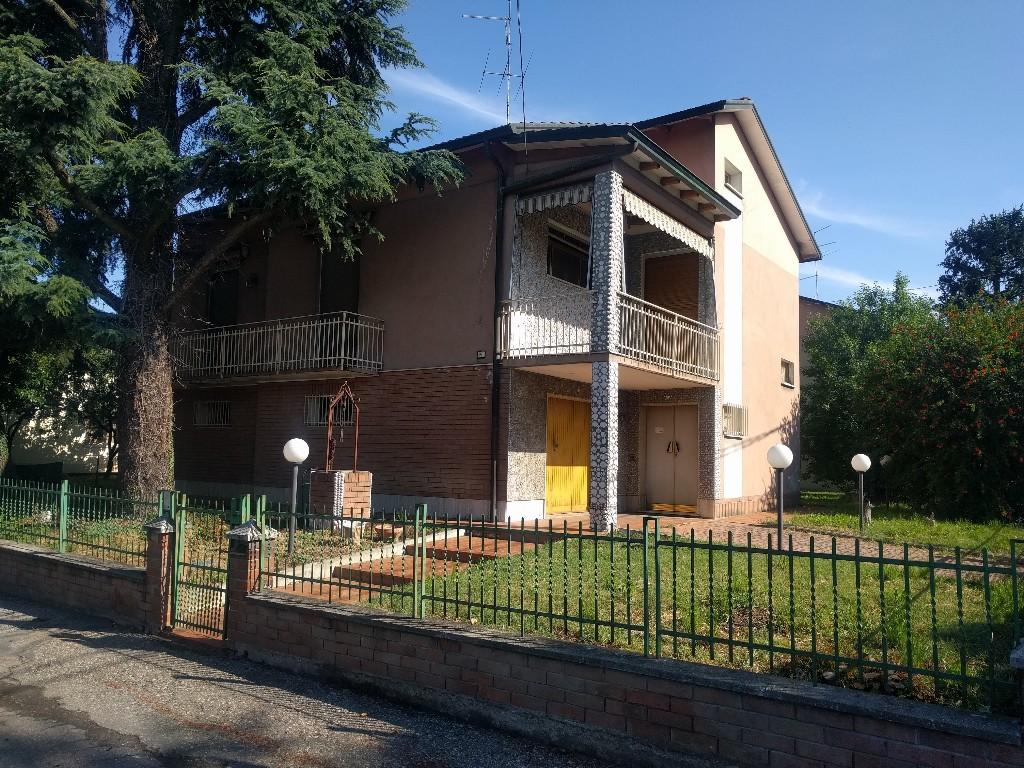 CASA SINGOLA in zona Castelnovo di Sotto a Castelnovo di Sotto