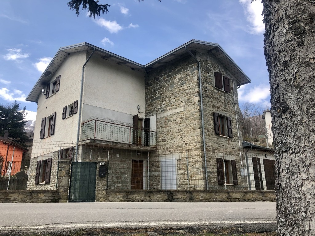CASA SINGOLA in zona Febbio a Villa Minozzo